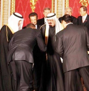 Sheikh Obama bowing in obeisance to Islamic Jihadist Muslim Terrorism .. The Saudi Sheik to the American Caliph...